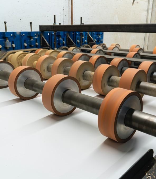 Équipement automatisé pour Slatwall | Panneaux rainurés